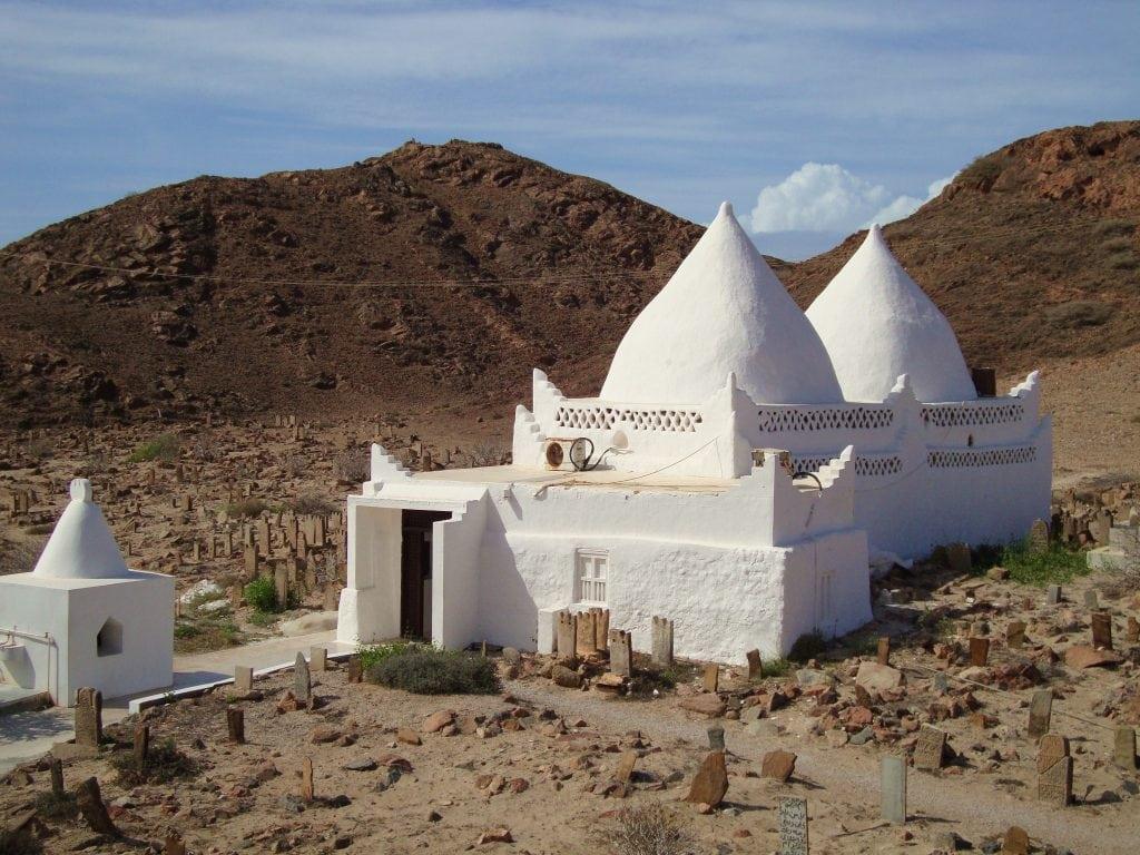 قبر ظفار لمحمد بن علي القلعى مرباط صلالة ظفار عُمان