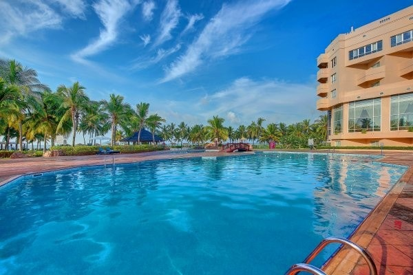 piscine framissima crowne plaza resort salalah 467537 pgbighd